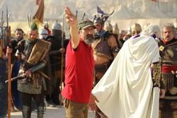 "Davud Mirbaqeri directs a scene in the TV series ""Salman Farsi""."