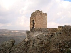Ancient castles and fortresses in Iran: Zahhak Castle