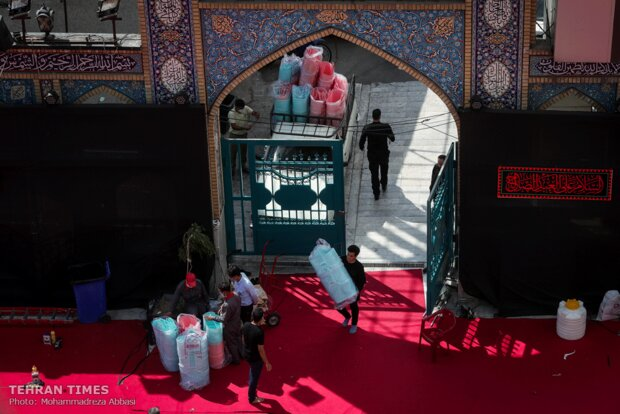 Tehran shrine delivers food products to the needy