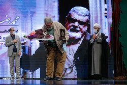 A winner bows before the audience after being honored at the 12th Revolution Poetry and Fiction Festival at the Andisheh Hall of the Art Bureau in Tehran on February 15, 2021. (Mehr/Saeidreza Razavi)