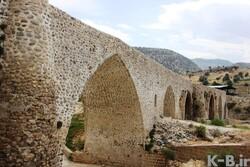 Quake opens up two deep cracks in historical bridge
