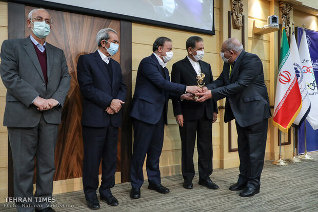 Iranian exemplary exporters honored