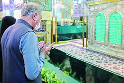 Pakistan FM Qureshi visits the Imam Reza shrine in Mashhad