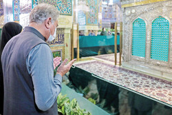 Pakistan FM Qureshi visits Imam Raza shrine in Mashhad