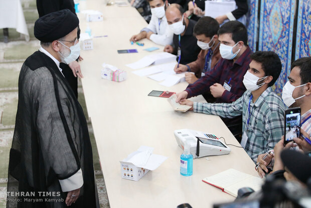Prominent political figures cast votes for the presidential and council elections