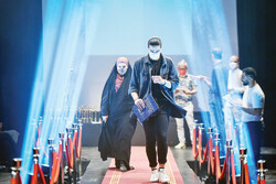 """Asphalt Workers"" wins special jury award at Iran Intl. University Theater Festival"