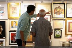Art aficionados visit the 100 Works, 100 Artists Exhibition at Tehran's Golestan Gallery on August 3, 2018. (Honaronline/Maryam Ramezanlu)