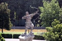 Workshop launched to restore statues at Tehran palace complex