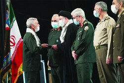 Iran president showers wartime veterans with praise