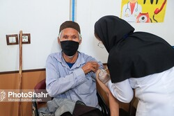 400,000 foreign nationals living in Iran vaccinated