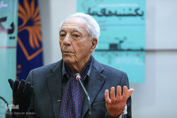 Azartash Azarnush speaks during a ceremony held on July 13, 2021, at the House of Humanities Thinkers in Tehran to honor the prominent scholar for his lifetime achievements. (IQNA/Tahereh Babai)